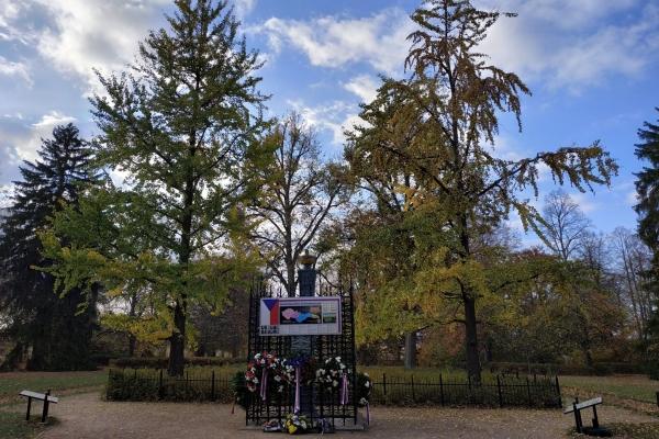 2018-10-20-setkani-na-ruzovem-paloucku-161BB5C0D51-6508-7C7A-4E56-619485CD346D.jpg